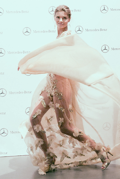 backstage-mercedes-benz-fashion-week-madrid-esther-noriega-tempo 7